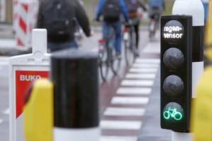 Ciclistas têm semáforo verde quando chove em Roterdão