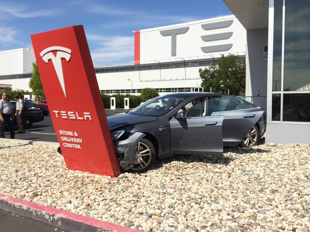 """Autopilot"" da Tesla é muito perigoso, segundo a Alemanha"