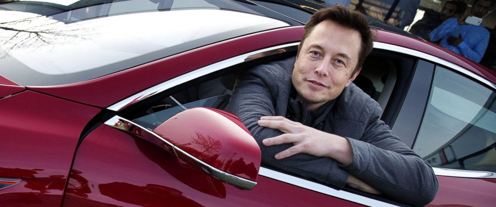 Modelos Tesla já dispensam completamente o condutor