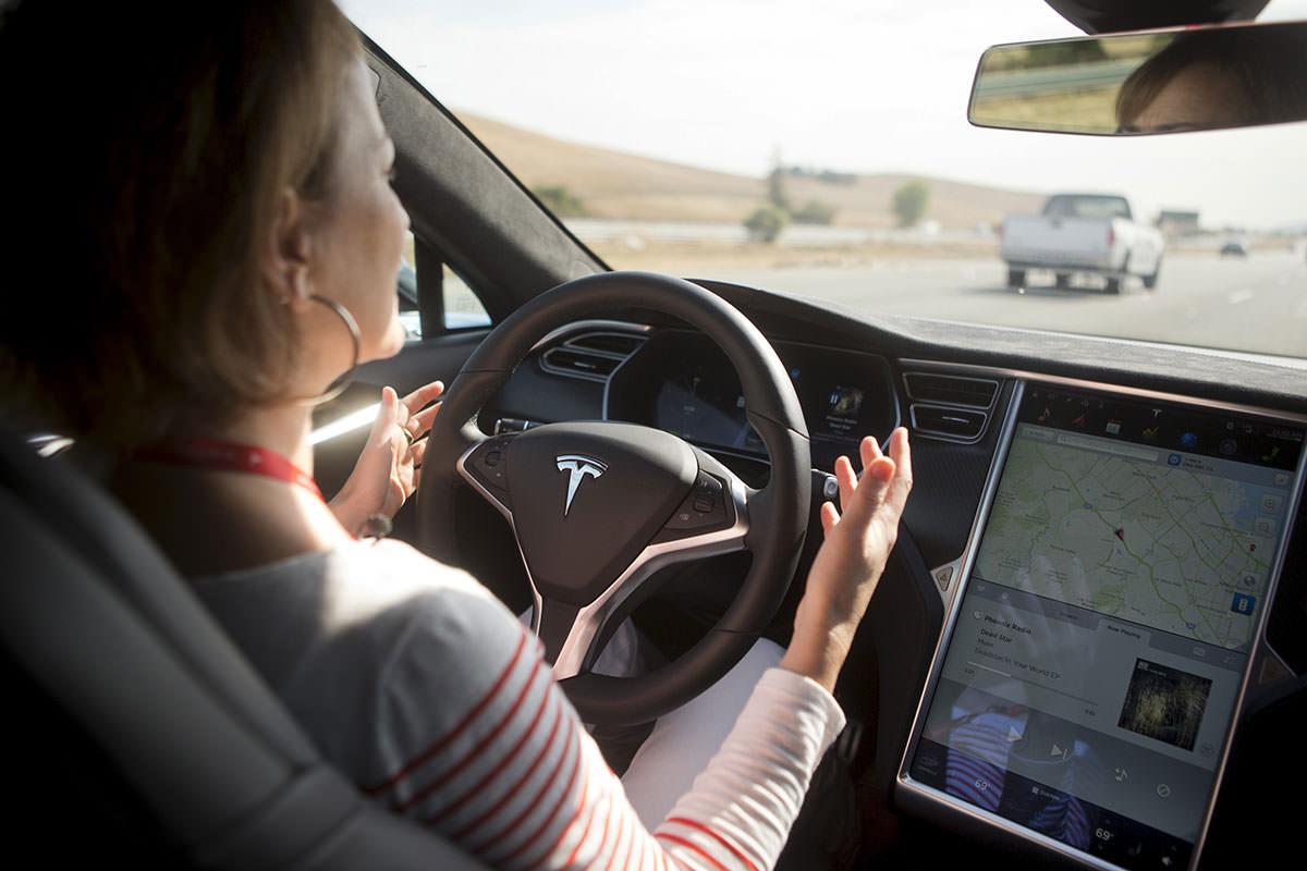 Tesla: Demonstração de carro que conduz sozinho