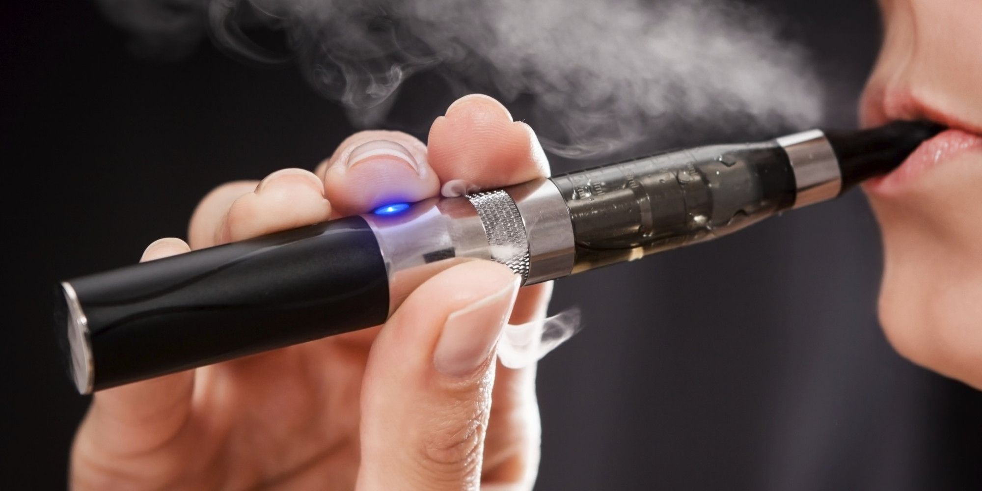 Explosão de cigarro eletrónico leva homem para hospital