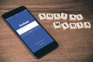 Facebook: Mito do microfone