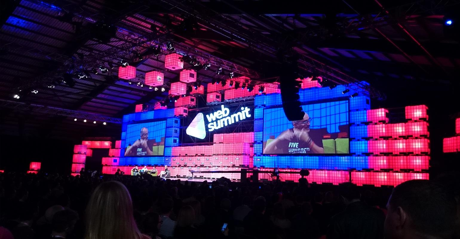 "Web Summit: ""Arya Stark"", Evan Williams e outros em Portugal"