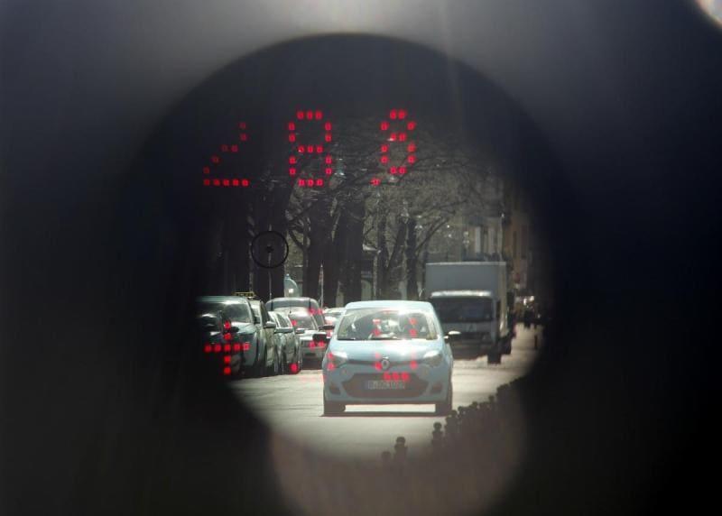 400 mil, o número de condutores apanhados por radares móveis